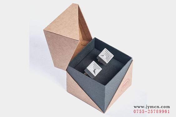 不仅在首饰的质量,创意,设计上的重视,同时首饰的包装图片
