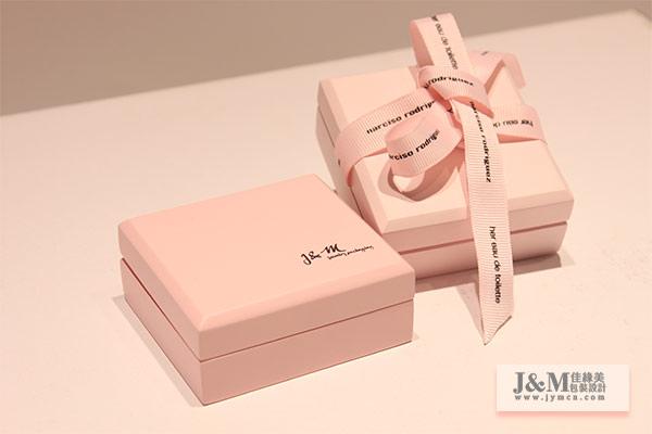 在對珠寶包裝盒進行結構設計時,需要考慮