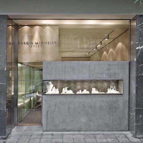 珠宝陈列设计的橱窗可根据产品的故事而设计.